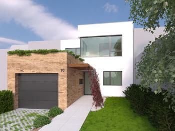 Dom je navrhnutý na voľnom pozemku v existujúcej radovej zástavbe rodinných domov. Limitovaný je nielen susednými domami ale aj malou rozlohou celého pozemku.